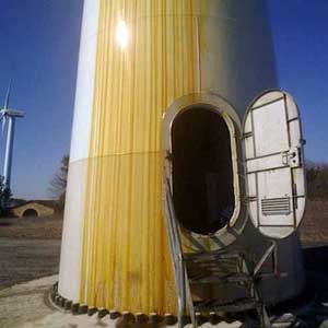 Oil leak along a wind turbine tower in the Sierra de El Perdón (courtesy of Gurelur – the Navarrian association of real ecologists)